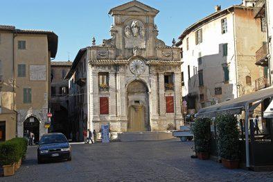 spoleto-piazza-market
